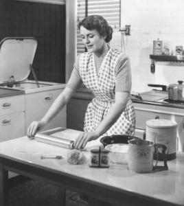 La femme n'est plus seule dans la cuisine...