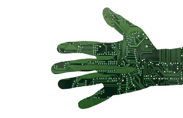 Mélangeons objets connectés et biotechnologie : obtiendrons-nous une recette miracle pour l'homme du futur, ou un cocktail toxique ?