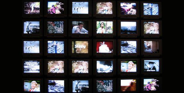 TV, ordinateur, téléphone mobile, baladeur multimédia... Comment le public français a-t-il intégré la multiplicité des écrans dans sa vie quotidienne