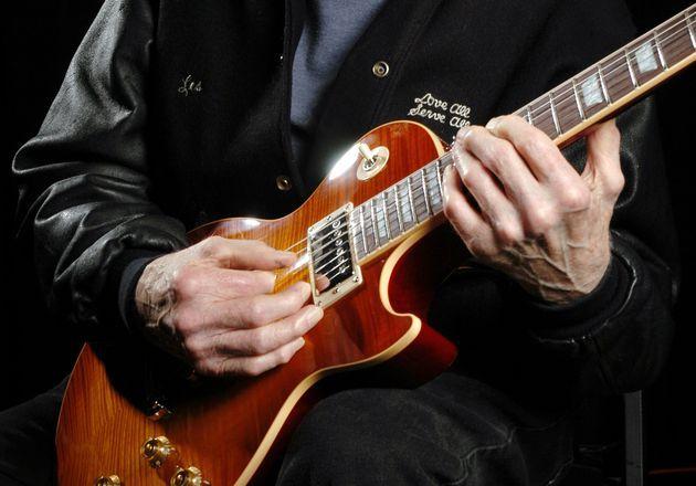 (c) photo : Gibson. Pour les puristes, ce sont les mains de Les Paul