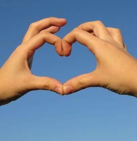 A partir de combien de temps peut-on considérer une relation amoureuse comme sérieuse ? Quelle est la durée de leur relation la plus longue ? Combien de temps dure le désir ? Le temps et la routine affectent-ils l'amour ou le renforcent-ils ?