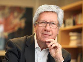 Francis Balle, Professeur à l'Université Paris 2. Auteur de Médias et sociétés