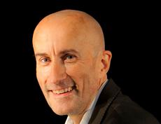 Dominique Cuvillier, auteur de Pour un autre marketing, chez Maxima