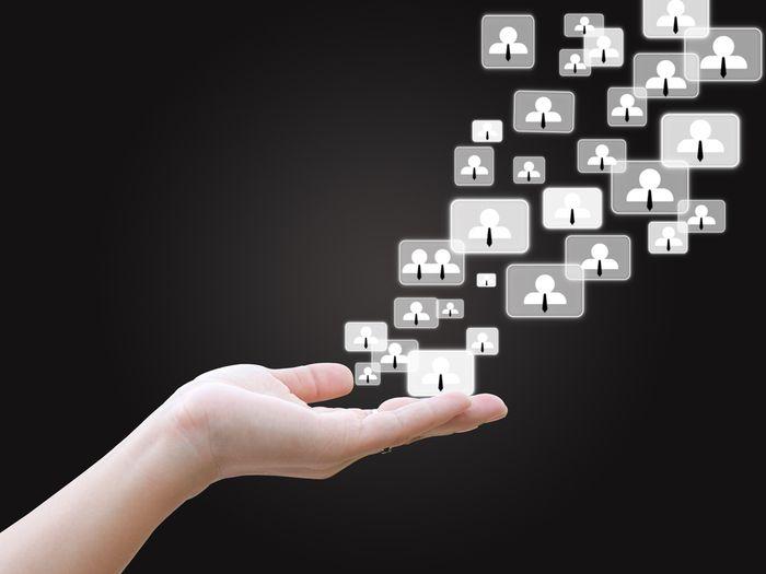 En marketing digital, pour plus d'efficacité, il faut gérer conjointement les canaux de l'email et des médias sociaux.
