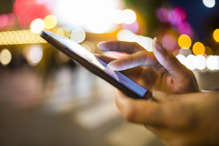 L'appréhension des spécificités des Digital Natives ne peut faire l'économie d'une approche générationnelle au sens classique du terme. Elle implique une réflexion sur le rôle des technologies numériques dans la structuration de leur rapport au monde