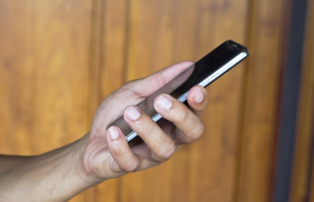 Le consommateur utilisant son mobile pour acheter surconsomme-t-il ? Quelles sont les motivations du mobinaute et diffèrent-elles selon son sexe ?