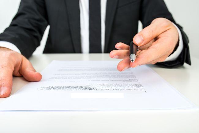Dans un salon, le versement d'un acompte n'entraîne pas un droit de rétractation de l'acheteur. Quels enjeux pour les entreprises ?