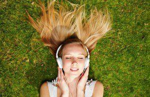 L'industrie française de la musique évolue avec les nouveaux modes de consommation et adapte ses modèles économiques à la révolution numérique.