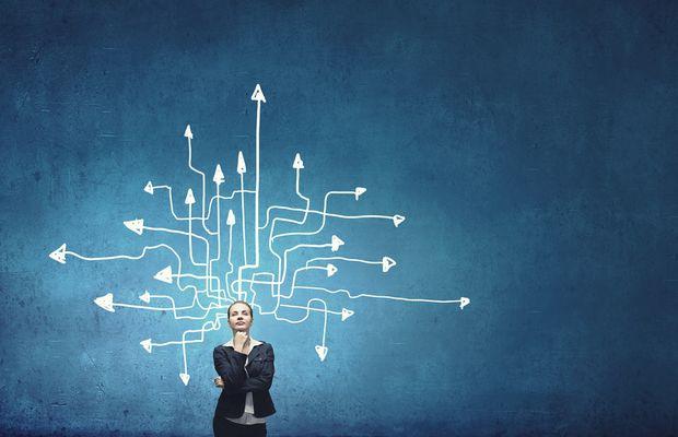 Les risques et opportunités liés à la fusion des étapes de production-distribution.
