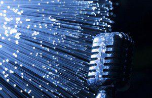 Le média radio, dont la valeur ajoutée reposait sur le flux, le multicanal, son nomadisme et la gratuité, souffre d'une concurrence aux atouts similaires