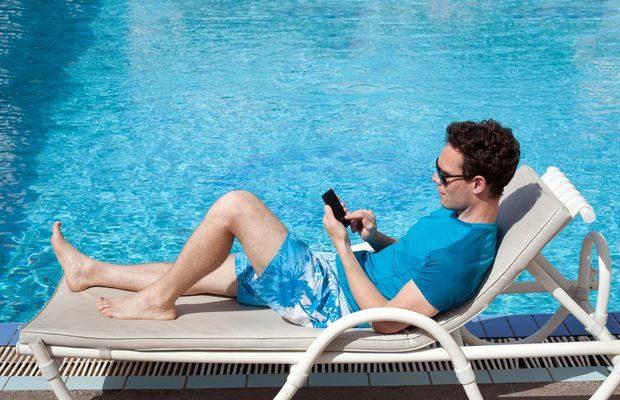 Tourisme : le touriste français hésite entre spécialités locales, réseaux sociaux et Wi-Fi gratuit