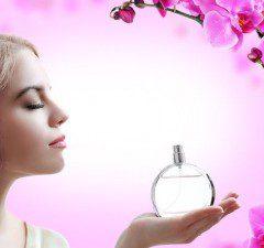 Les stratégies de communication dans la parfumerie utilisent les archétypes de la féminité pour accompagner la plus intime des cartes de visite : le parfum.