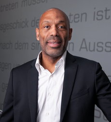 Dominique Despres, VP Sales France chez Uberall