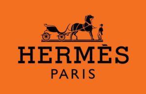 Hermès, la plus représentative des Maisons de luxe françaises, doit sa singularité à son héritage familial ainsi qu'à sa maîtrise d'un savoir-faire ancestral.