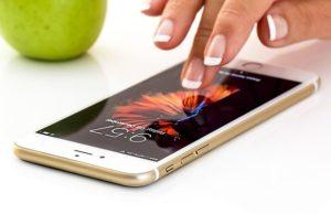 """Quelles sont les différences et pourquoi une entreprise devrait privilégier une """"Application Mobile Native"""" plutôt qu'une """"Application Web Progressive"""" ?"""